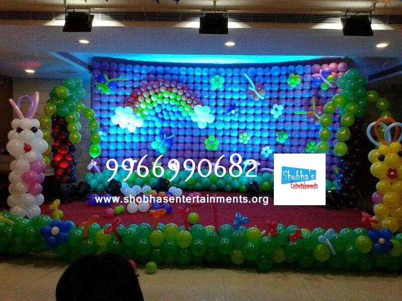Balloon walls shobha 39 s entertainments for Balloon decoration for stage