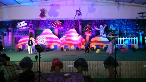 Birthday party organizers and event organizers (2)