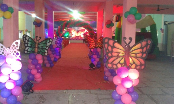 Birthday party with stage decorations in hyderabad for Balloon decoration in hyderabad