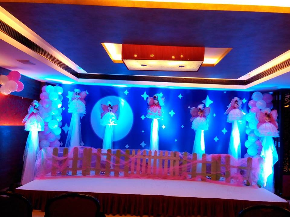 Birthday party stage balloon decorators and girls birthday for Balloon decoration for birthday party in hyderabad