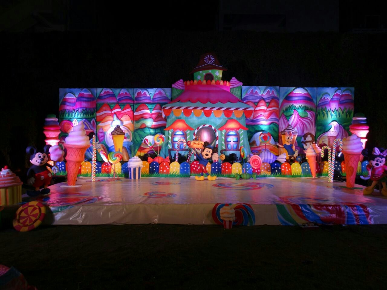 Birthday party decorators and birthday party stage for Balloon decoration for kids party
