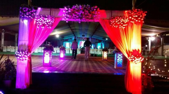 flower decorators, wedding and marriage mandap decorators and reception sangeet stage decorators in hyderabad (2)